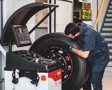 Balanceadora de pneus 6M